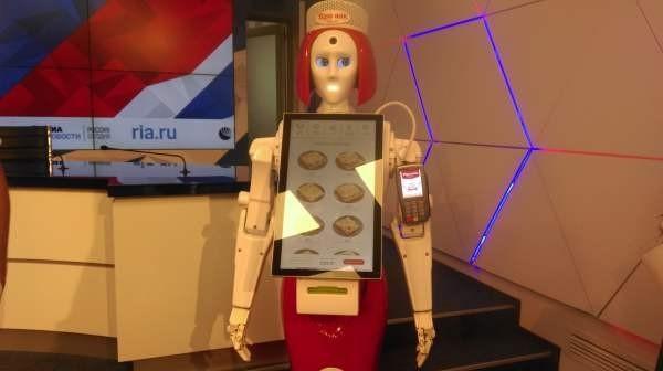 «Теремок» представил первого в мире робота-кассира